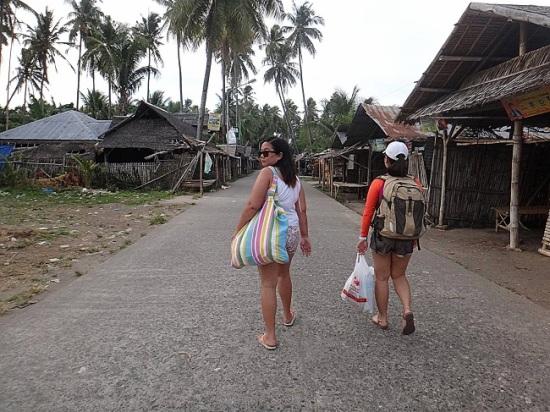 Wednesday Flea Market in Zamboangita. Going to Apo Island Wharf.